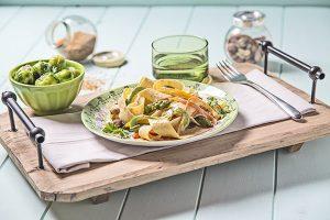 tagliatelle-de-verduras-con-salsa-parmesana-y-nuez-1-min